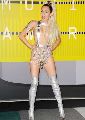 Miley Cyrus: 2015 MTV Video Music Awards in Los Angeles [adds]-15